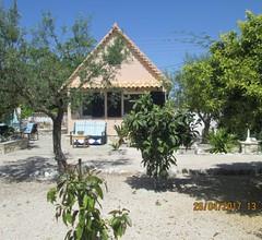 Geräumiges Chalet auf einem 4000 m² großen Grundstück in Strandnähe in Messinia 1