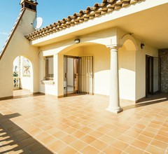 Ravishing Detached House near beach in St Pere Pescador 2