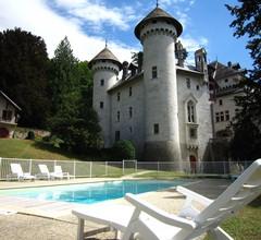 Gemütliches Schloss in Serrières-en-Chautagne mit Pool 2