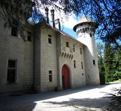 Gemütliches Schloss in Serrières-en-Chautagne mit Pool 1