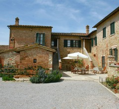 Boutique Farmhouse with Pool in Asciano 1