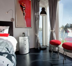 Modern Houseboat Apartment in Amsterdam with Terrace 1