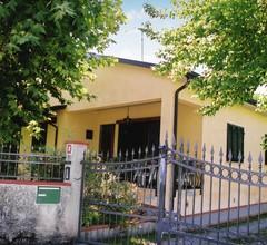 Villa mit Garten und Parkplatz nahe der toskanischen Küste 1