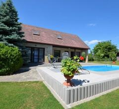 Gemütliche Ferienwohnung mit Swimmingpool in Osecná 2