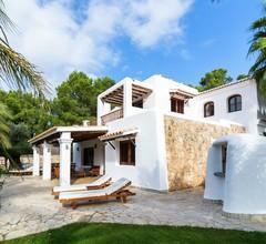 Hübsches Ferienhaus in Santa Eulària des Riu mit Privatpool 1