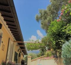 Geräumiges Ferienhaus in Ventimiglia mit Garten 2