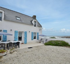 Lovely Beachfront Holiday Home in Penmarch 1