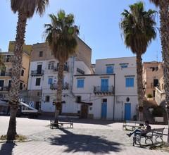 Geräumiges Ferienhaus in Santa Flavia am Meer 2