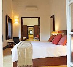 Shunya Noi Varo Villa 1