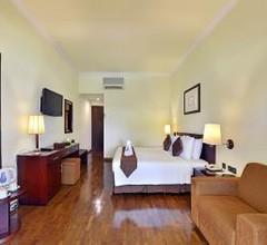 Grand Whiz Hotel Trawas 1