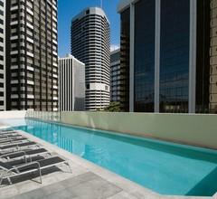 Oaks Brisbane Aurora Suites 1