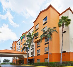 Holiday Inn Express & Suites Ft. Lauderdale Airport West 2