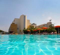 Capo Peloro Resort 1