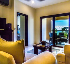 El Faro Oceanfront Apartments 1