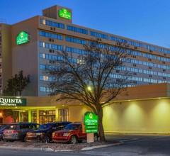 La Quinta Inn & Suites By Wyndham Secaucus Meadowlands 1