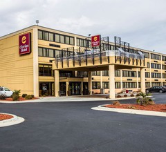 Clarion Hotel Airport & Conference Center 1