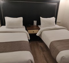 OYO 25040 Hotel Victoria 1