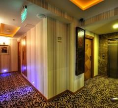 Golden Deluxe Hotel 2