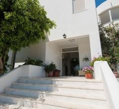 Leonidas Hotel And Studios 1