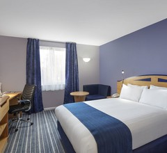 Holiday Inn Express Poole 2