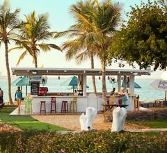 BM Beach Hotel 1