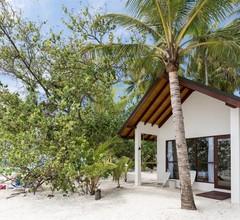 Malahini Kuda Bandos Resort 1