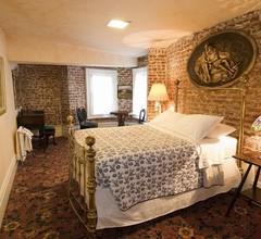 The Chateau Tivoli Bed & Breakfast 1