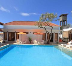 Villa Agung Beach Inn 2
