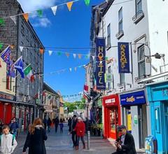 Snoozles Quay Street Tourist Hostel- Galway 1