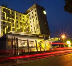 Yello Hotel Jemursari 2