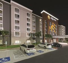 La Quinta Inn & Suites by Wyndham San Antonio Downtown 1