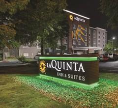 La Quinta Inn & Suites by Wyndham San Antonio Downtown 2