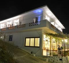 Niriides Luxury Studios 1