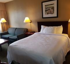 Ramada by Wyndham Thunder Bay Airlane Hotel 1