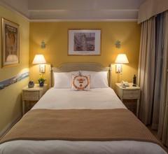 Cornell Hotel de France 2