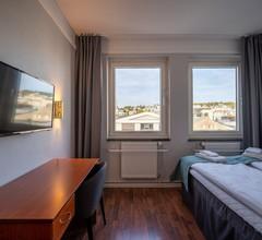 Enter Amalie Hotel 2