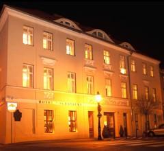 Hotel Kolegiacki 1