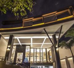 M Premiere Hotel 1