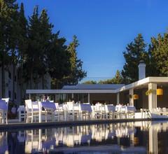 LIV Hotel by Bellazure 2