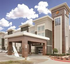 La Quinta Inn & Suites by Wyndham Dallas Love Field 2