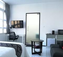 YAMA HOTEL & ROOFTOP BAR 1