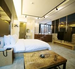 Instar Hotel 1