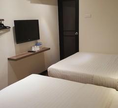 9 Square Hotel - Sri Kembangan 2