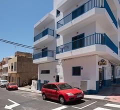Riva Guest House Los Abrigos 1