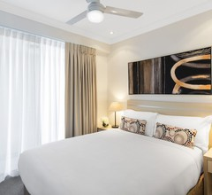 Oaks Brisbane Mews Suites 1