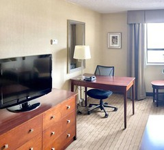 Holiday Inn and Suites Winnipeg Downtown 2
