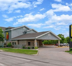 Super 8 by Wyndham Winnipeg West 2