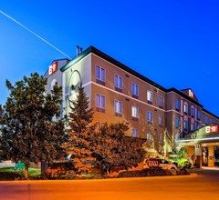 Best Western Plus Pembina Inn & Suites 1