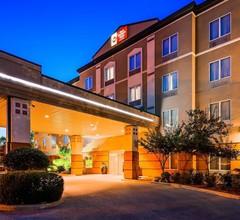 Best Western Plus Pembina Inn & Suites 1