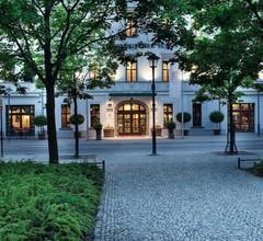 Best Western Premier Grand Hotel Russischer Hof 1
